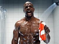 Old Spice: Terry Crews si zvyšuje mužnou sílu ve sprše